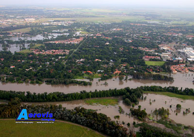 Aerial photo of Vaal River floods - Golf Rd area, Vereeniging 08Jan2011