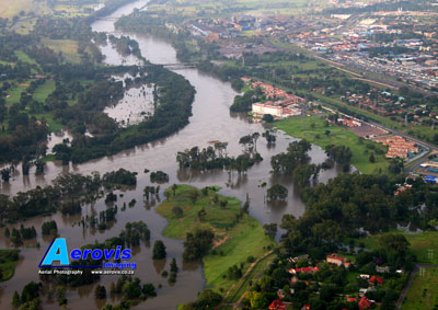 Aerial photo of Vaal River floods - Riviera Hotel area, Vereeniging 08Jan2011